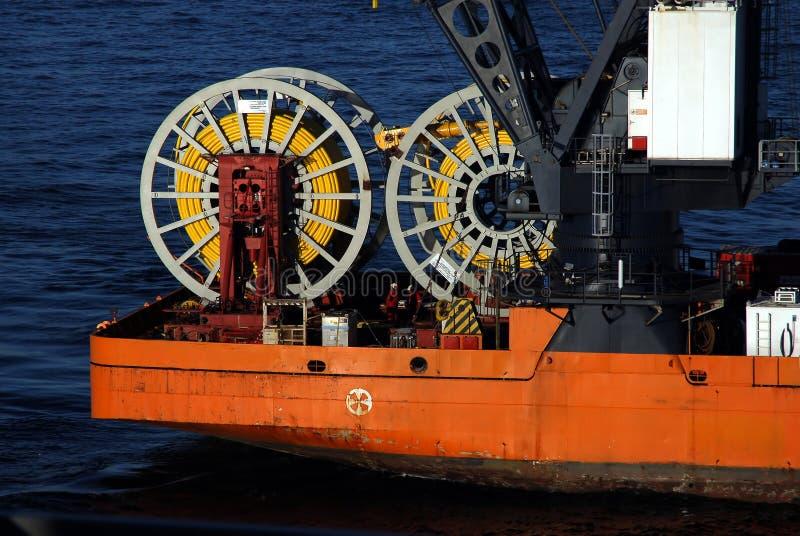 Arbeiten an einem Boot lizenzfreie stockfotos