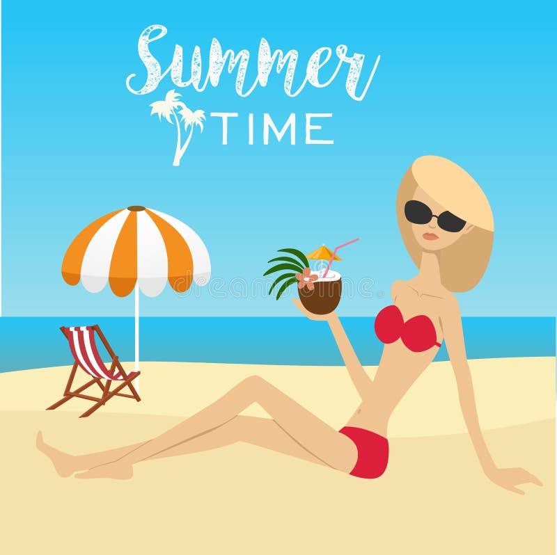 Arbeiten Sie die Frau um, die auf Strand mit Kokosnusscocktail über Klappstuhl mit Regenschirm sitzt lizenzfreie abbildung