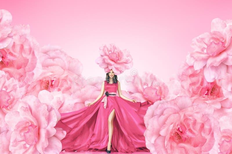 Arbeiten Sie Porträt der jungen Frau im langen Kleid um lizenzfreie stockbilder