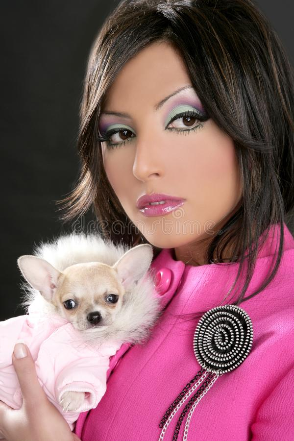 Arbeiten Sie Puppe womn mit Chihuahuahunderosaachtziger jahren um lizenzfreie stockbilder