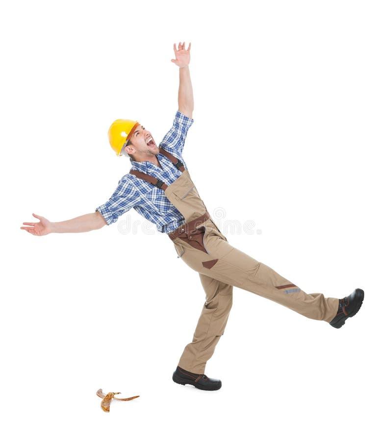 Arbeiter, der über weißen Hintergrund fällt lizenzfreies stockbild