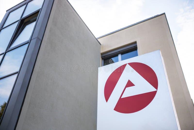 Arbeitsagentur tecken i neuruppin germany arkivfoto