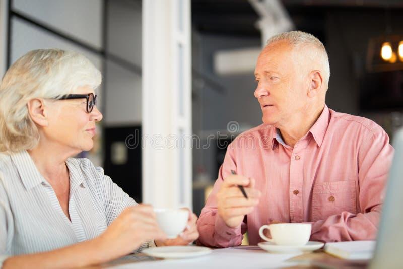 Arbeitsgespräch lizenzfreies stockbild