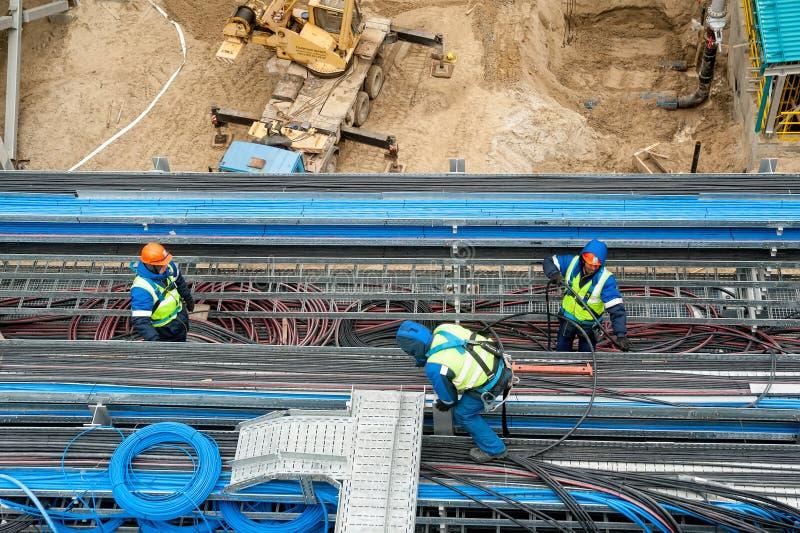 Arbeitskräfte auf Baustelle lizenzfreies stockfoto