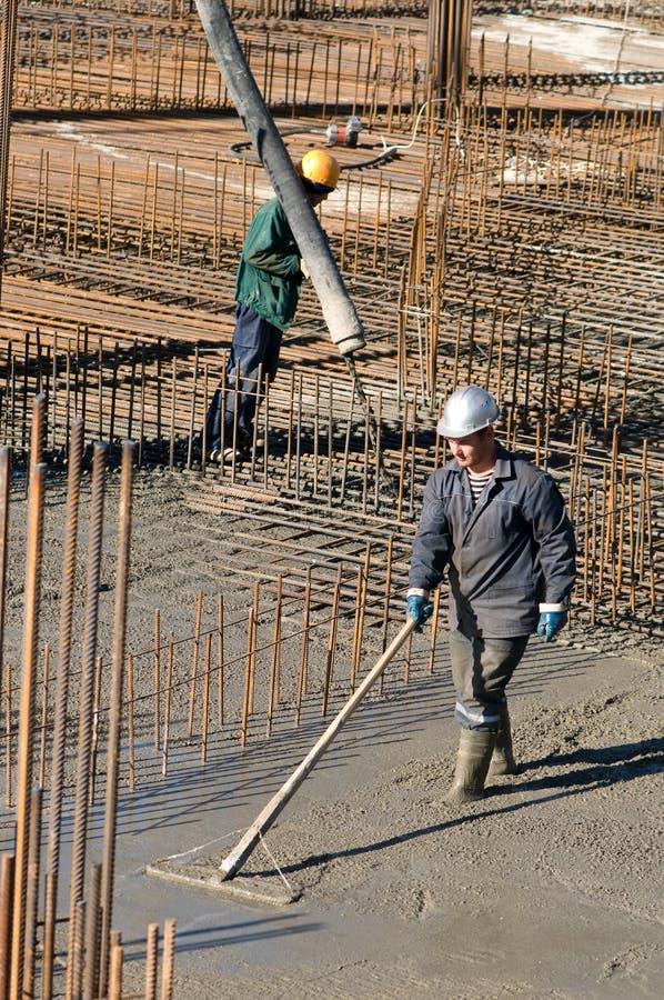 Arbeitskräfte auf konkreten Arbeiten stockfoto