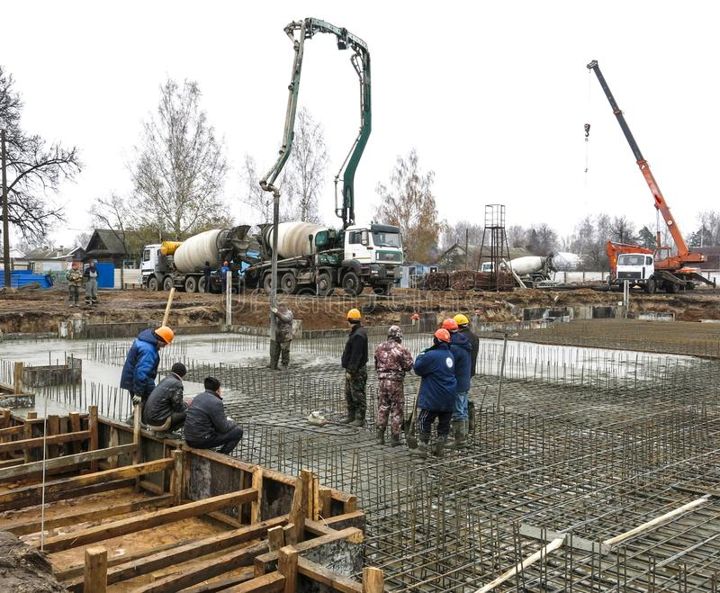 Arbeitskräfte an der Baustelle stockfotografie