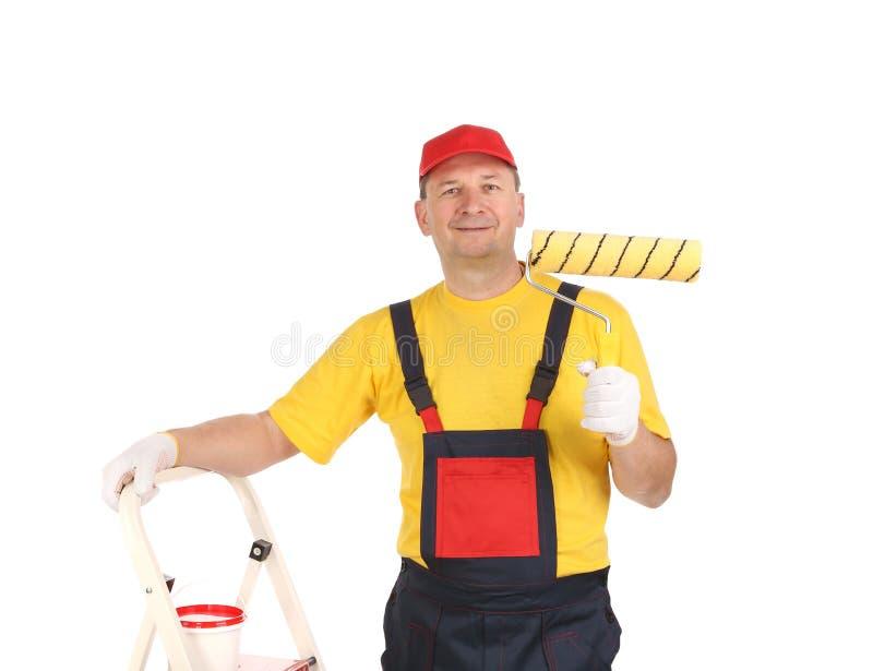 Arbeitskraft auf Leiter mit Rolle lizenzfreie stockfotos