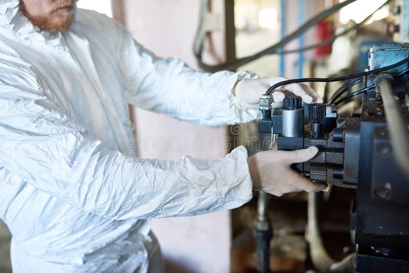 Arbeitskraft-Aufstellungs-Maschine auf Biohazard-Fabrik stockfotos