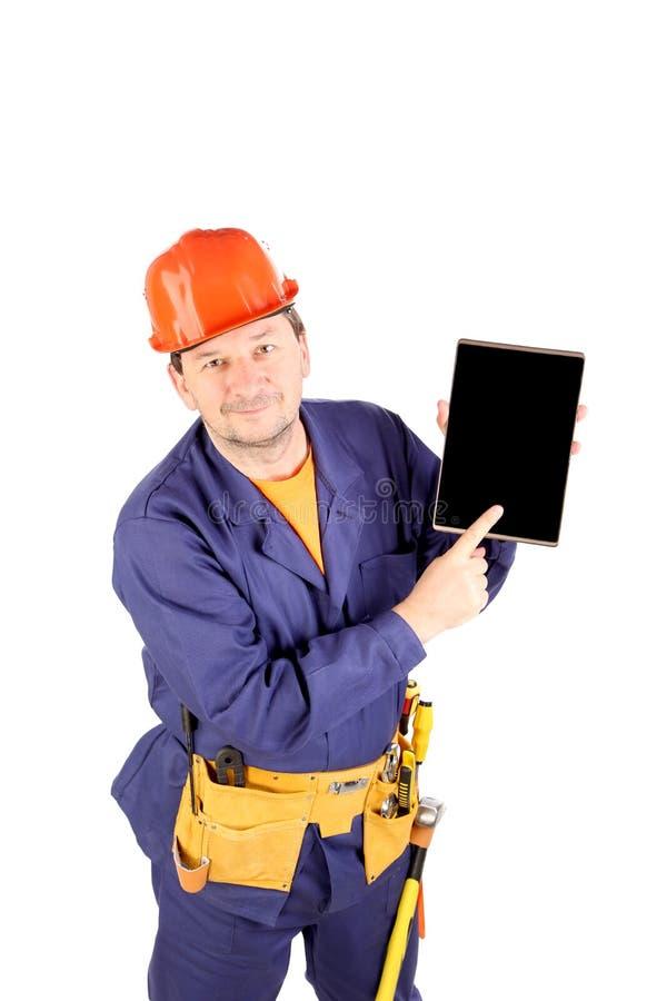 Arbeitskraft in den Ohrmuffen mit schwarzem Brett lizenzfreies stockfoto