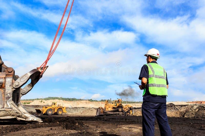 Arbeitskraft in der Grube lizenzfreies stockfoto
