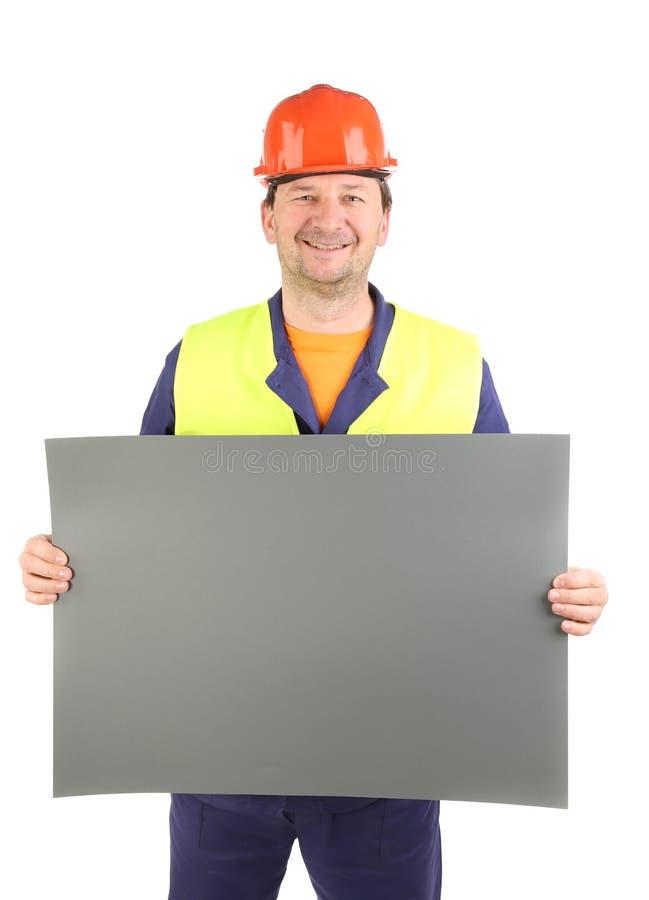 Arbeitskraft im Schutzhelm mit Papier. stockbild