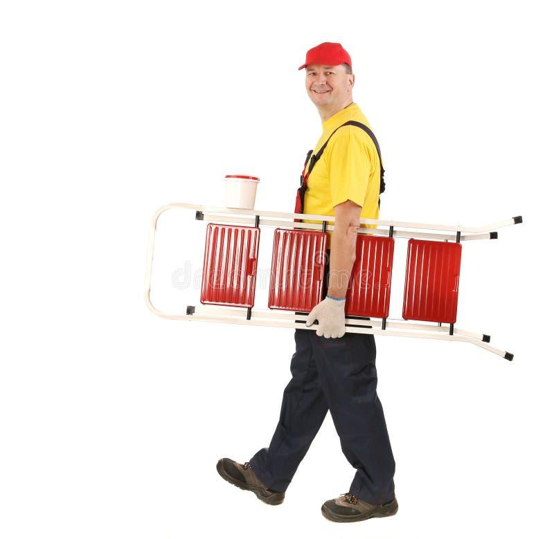 Arbeitskraft mit Leiter und Eimer. stockfotografie