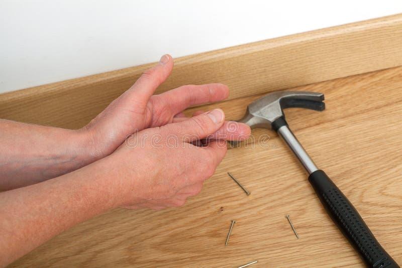Arbeitskraft verletzt bei der Arbeit stockfoto