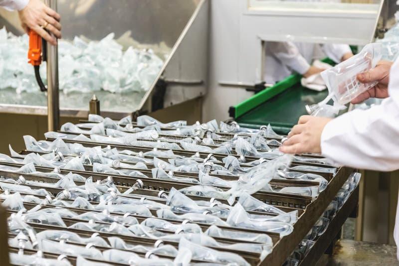 Arbeitskraftartproduktion auf Pharmaindustriefertigung lizenzfreies stockbild