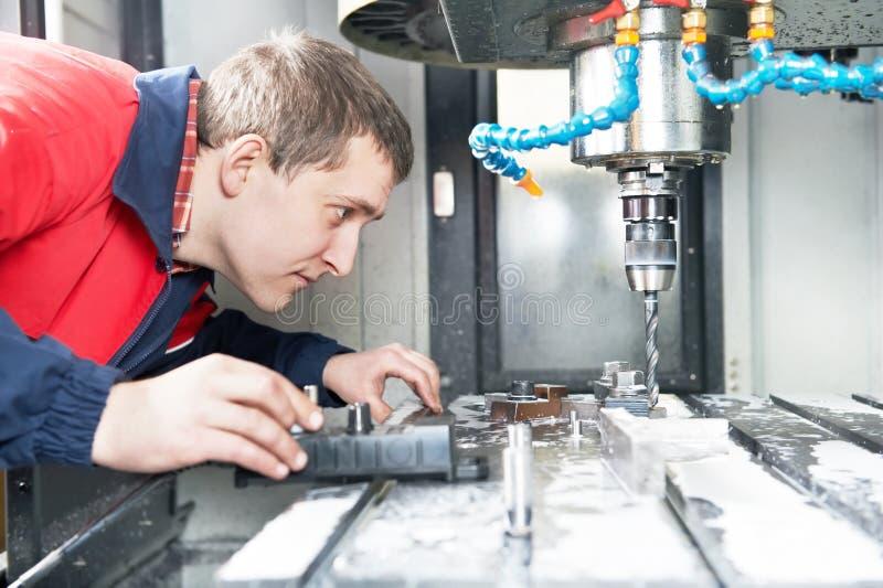 Arbeitskraftbetriebs-CNC-Maschinenmitte stockfoto