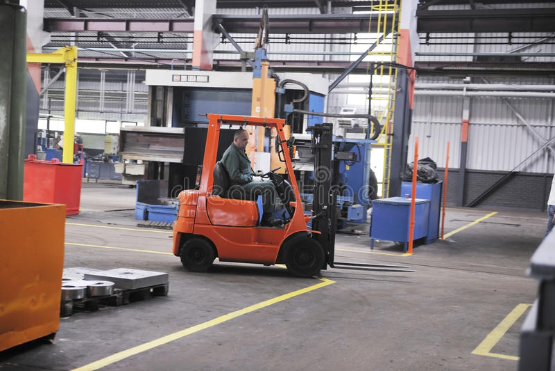 Arbeitskraftleute in der Fabrik stockfotografie