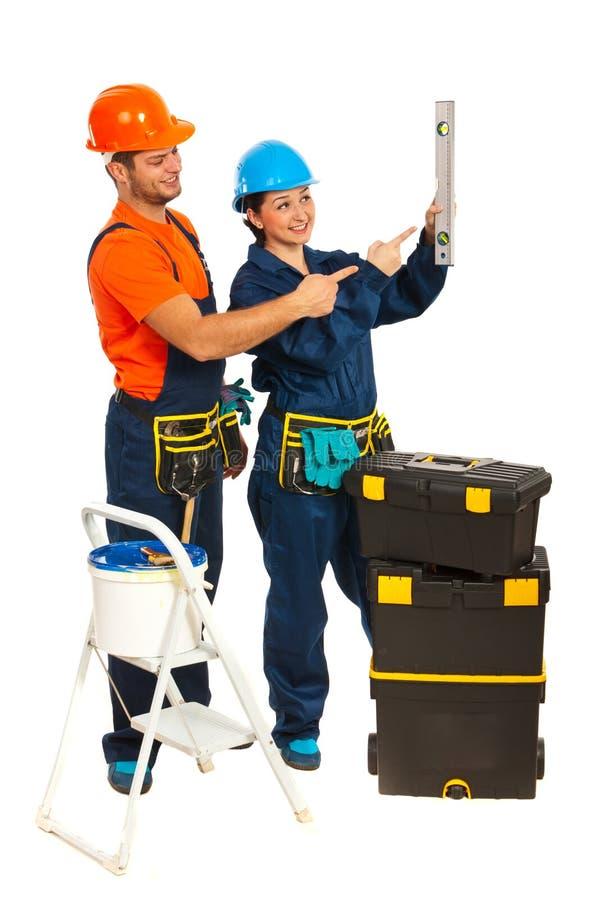 Download Arbeitskraftteam, Das Auf Wasserwaage Zeigt Stockbild - Bild von handwerker, ausrüstung: 27733813