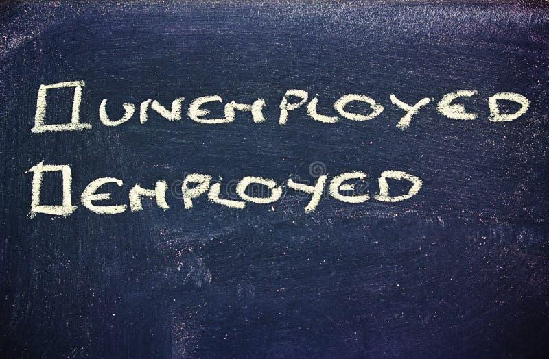 Arbeitslosigkeit gegen Beschäftigung stockfotos