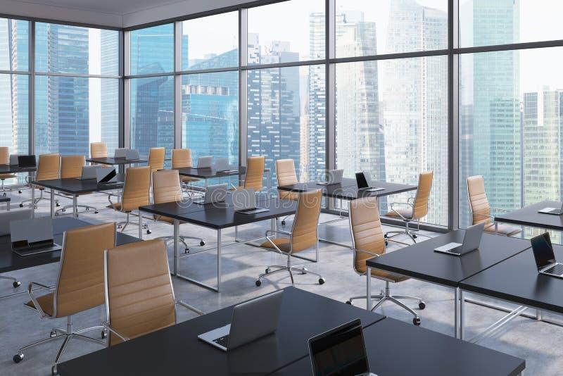 Arbeitsplätze in einem modernen panoramischen Eckbüro, Singapur-Geschäftsstadtansicht Offener Raum Schwarze Tabellen und braune L lizenzfreie abbildung