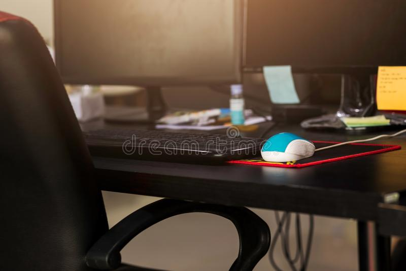 Arbeitsplatz- und Bürogeräte stockfotografie