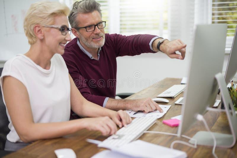 Arbeitsteamgeschäft im Büro stockfoto