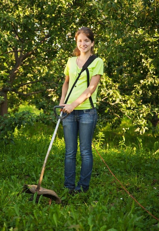 arbeta i trädgården arbeten för flicka r arkivbilder