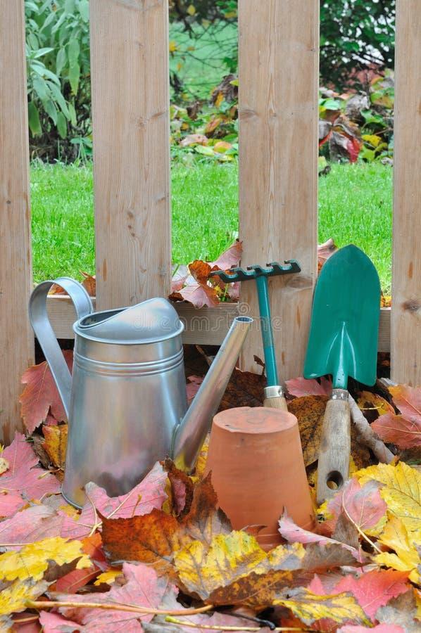 arbeta i trädgården hjälpmedel i trädgård arkivbild
