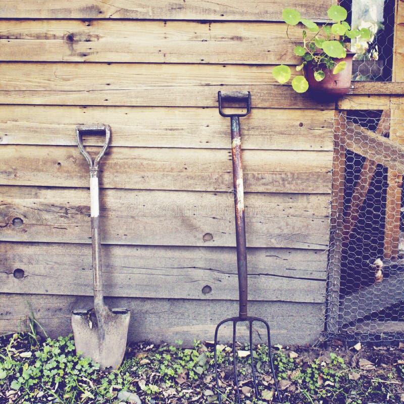 Arbeta i trädgården hjälpmedel med retro effekt royaltyfri fotografi