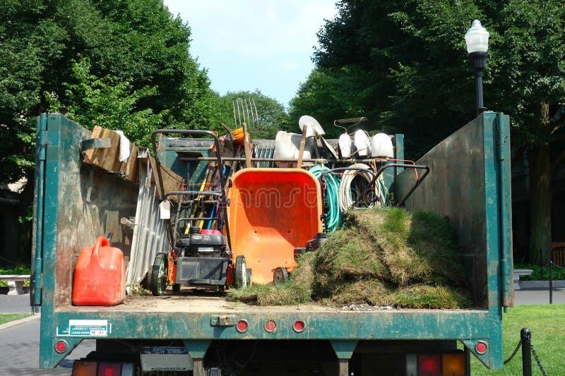 Arbeta i trädgården lastbilen royaltyfri foto