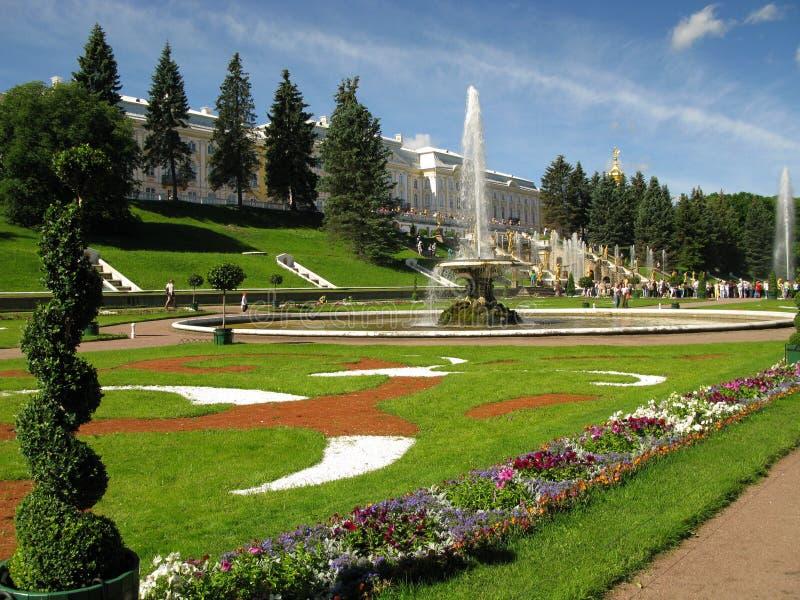 arbeta i trädgården petershof russia royaltyfri foto