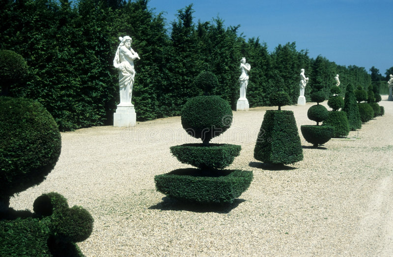 arbeta i trädgården versailles royaltyfria foton