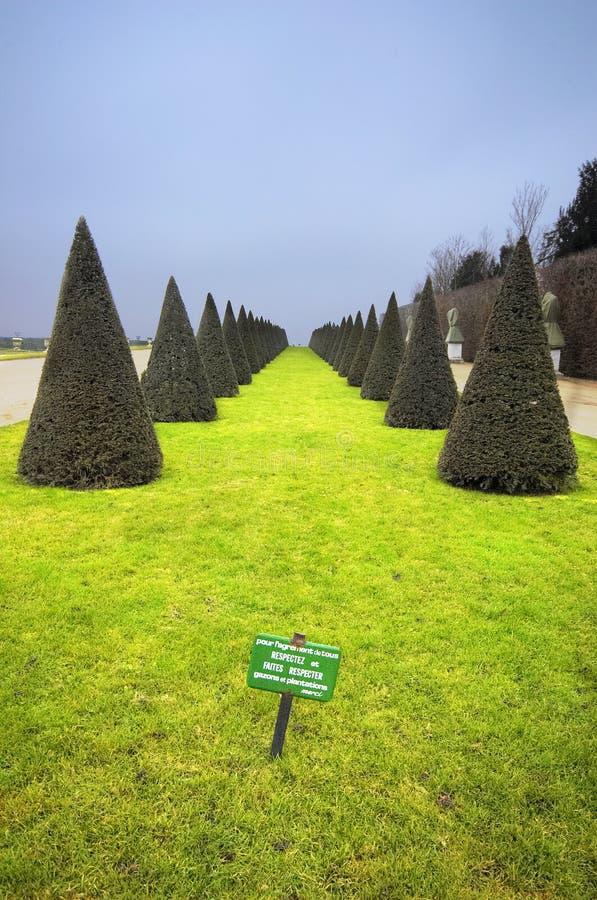 arbeta i trädgården versailles royaltyfri bild