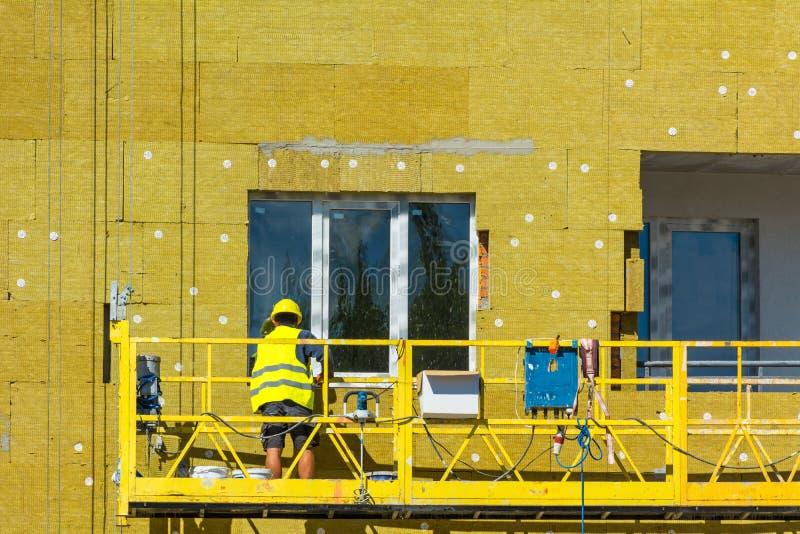 Download Arbeta På De Yttre Väggarna Av Glasullisolering Och Murbruk Fotografering för Bildbyråer - Bild av covering, isolera: 78725401
