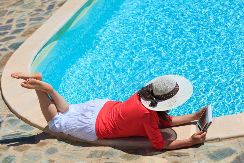 Arbeta på semesterbegrepp royaltyfria foton