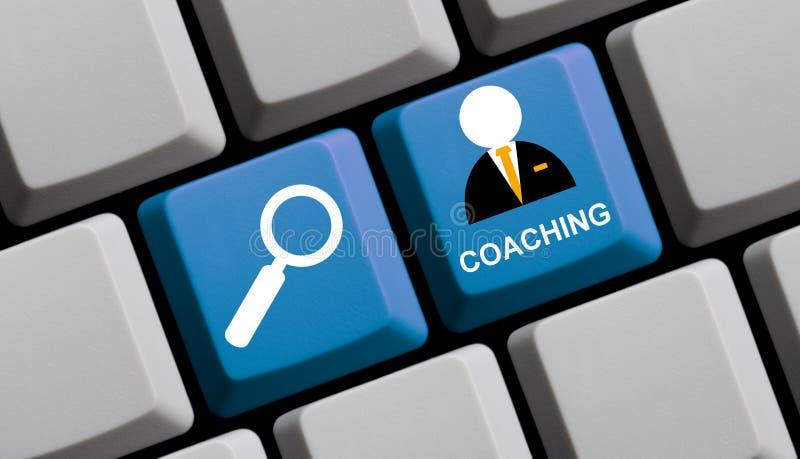 Arbeta som privatlärare åt som är online- - blått tangentbord arkivfoto