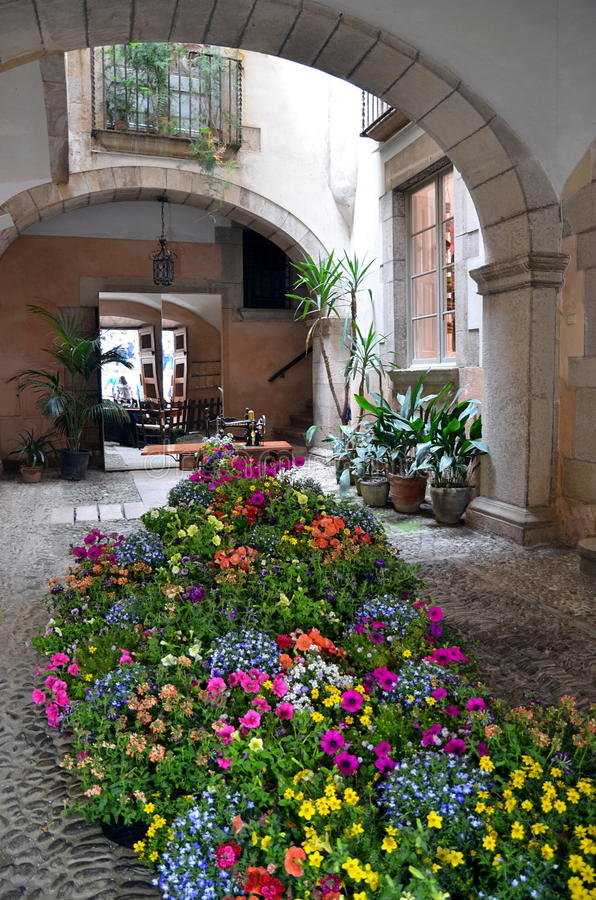 Arbetar tillfälligt de Flors (blommafestivalen), Girona, Spanien arkivfoton