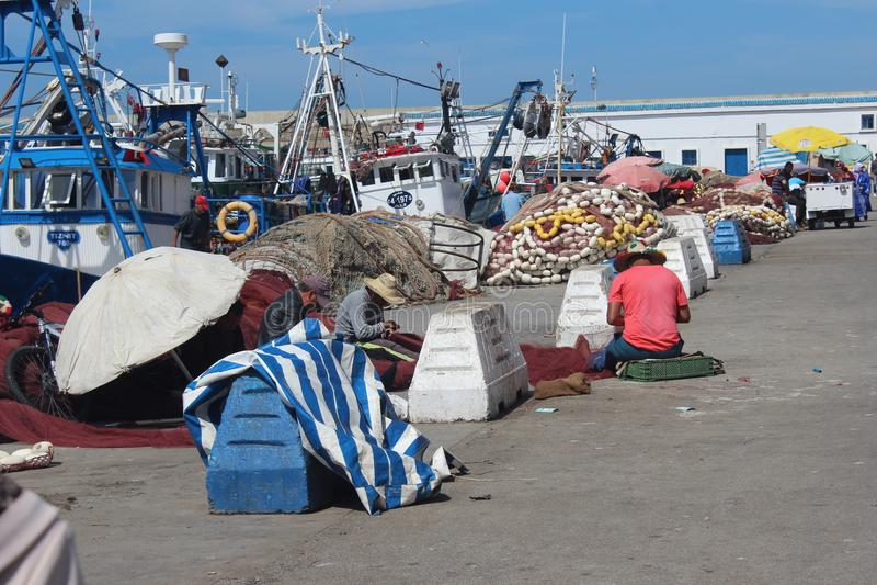 Arbetare bredvid stranden royaltyfri fotografi