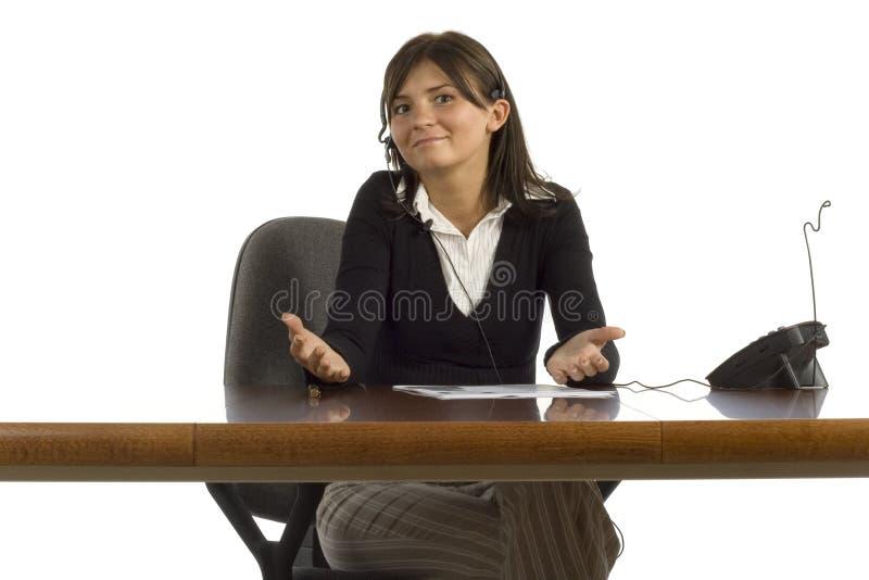 arbetare för kvinnlighörlurar med mikrofonkontor royaltyfria foton