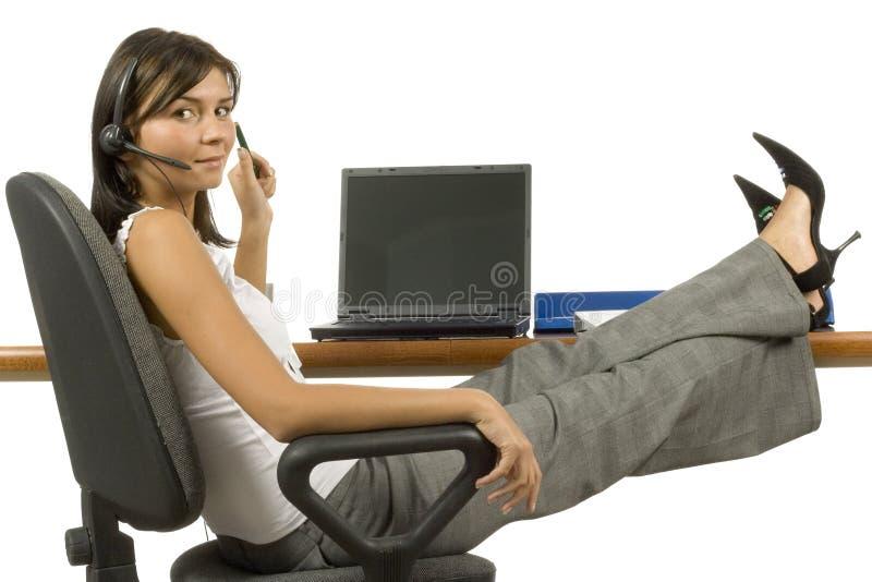 arbetare för kvinnligkontorstelefon royaltyfri bild