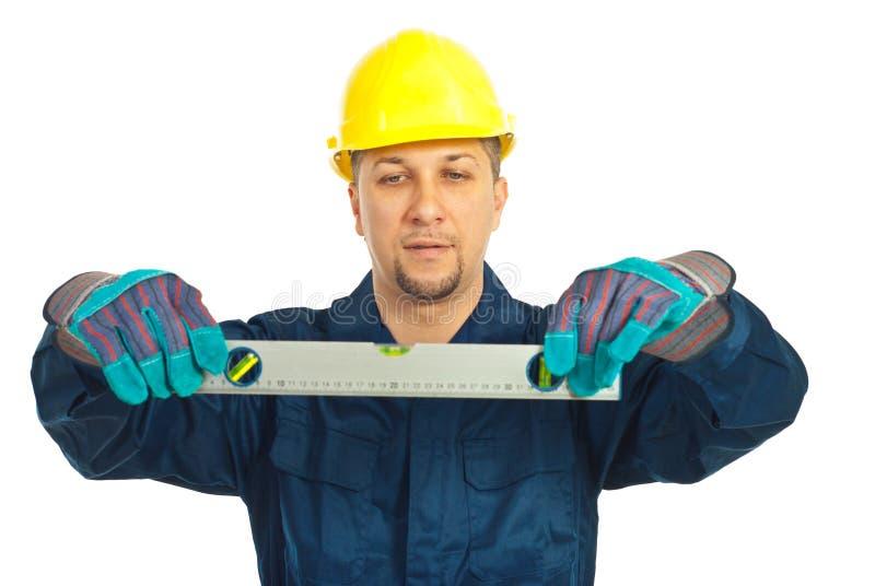 arbetare för man för constructorholdingnivå arkivfoto