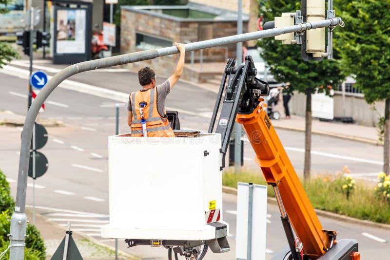 Arbetare på en vägkonstruktion royaltyfria bilder