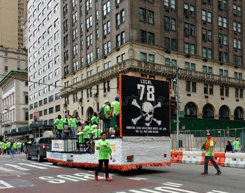 Arbetare union, asbest, ledning för farlig avfalls, den arbets- dagen ståtar, NYC, NY, USA arkivfoton