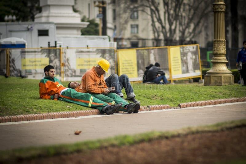 Arbetare vilar royaltyfri foto