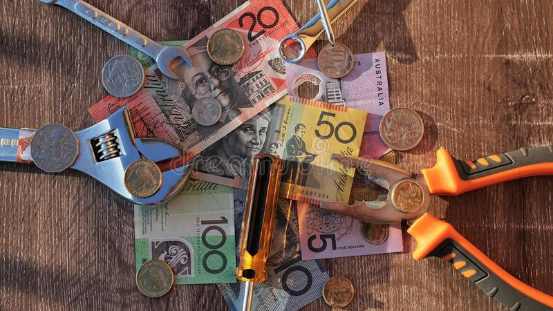 Arbetarhjälpmedel och australiska dollar arkivbild