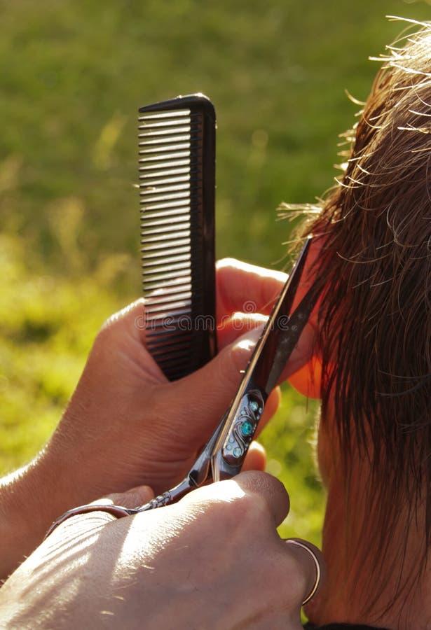Download Arbete av frisören arkivfoto. Bild av holding, frisyr - 78730662