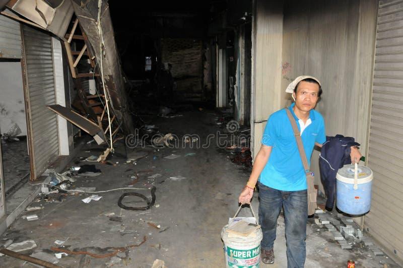 arbete för galleria för jobbare för bangkok brand förstört arkivbilder