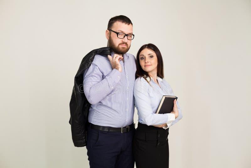 Arbete för man- och kvinnaaffärspartners i regeringsställning arkivbild
