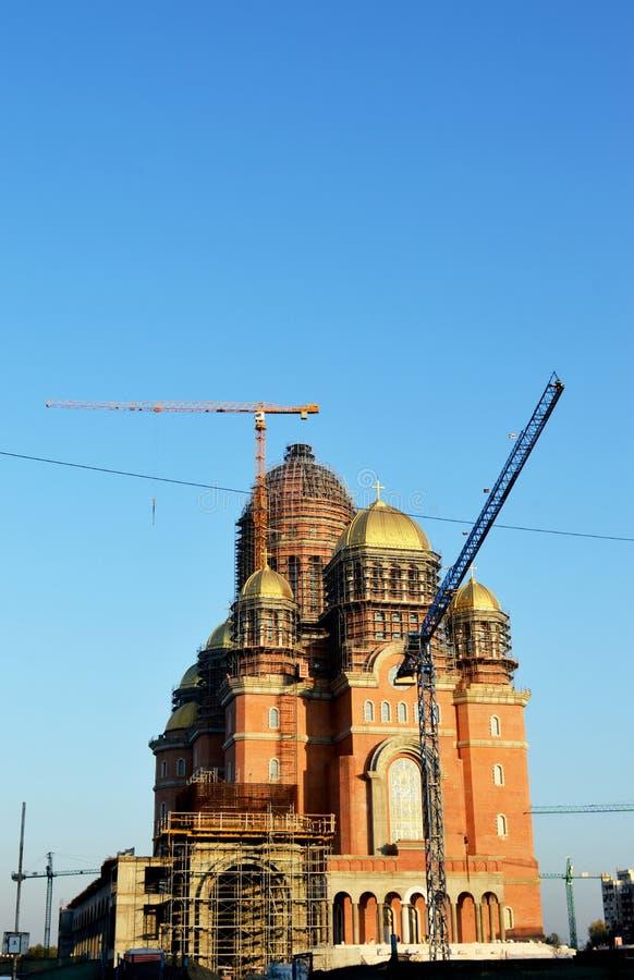 Arbete med folkets räddningskatedral, den rumänska ortodoxa katedralen, Bukarest, Rumänien royaltyfri foto