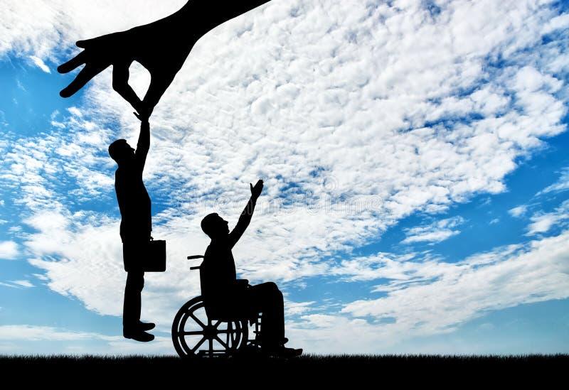 Arbetsgivarehanden väljer sund anställd, inte en rörelsehindrad person i en rullstol royaltyfria bilder