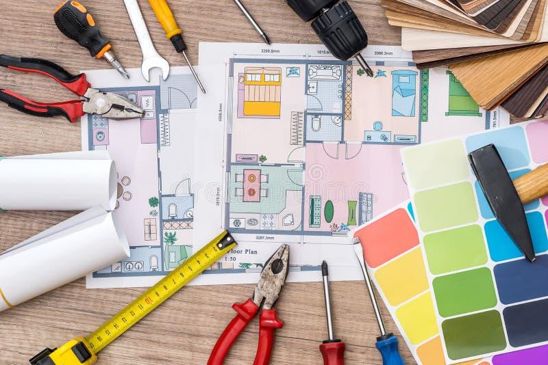 Arbetshjälpmedel- och husprojekt arkivfoton